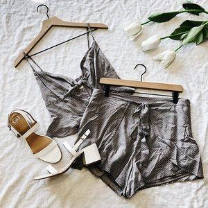 💋Adorable polka dot bow tie crop top shorts set💋